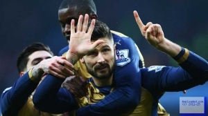 Arsenal Beat Aston Villa 2-0 To Go Top Of The English Premier League